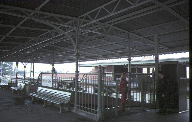 glenferrie railway station hawthorn centre platform jun1984