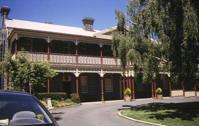 1 kyneton district hospital simpson street front view nov1997