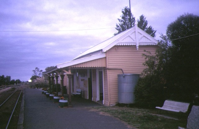 1 pyramid hill railway station wandong bendigo line side view apr 95