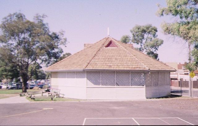 infant building & shelter shed coburg primary school no 484 bell street coburg pavilion feb 98