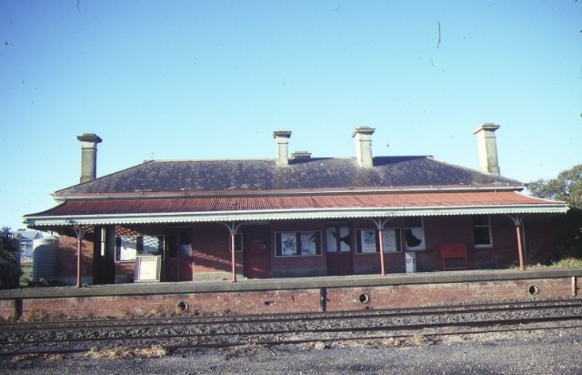 avoca railway station york avenue avoca front view aug1984