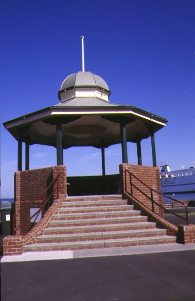 1 band rotunda beach street port melbourne front view apr1998