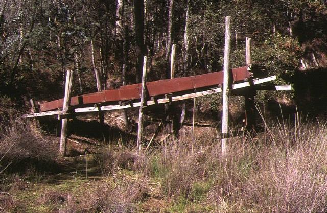 1 yackandandah creek gold hydraulic sluicing works yackandandah trestle side view mat1998