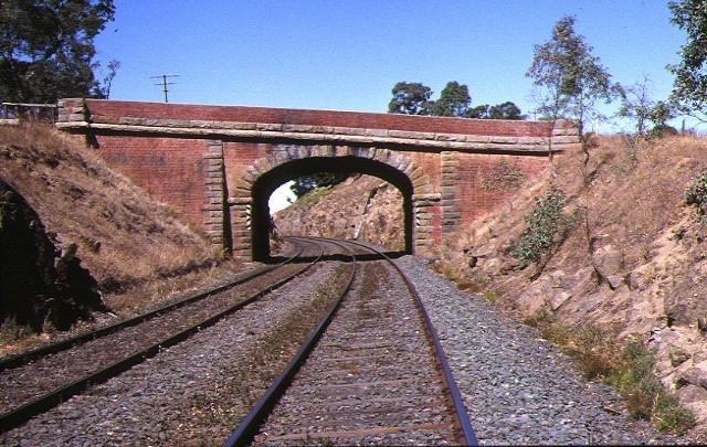 1 porcupine hill railway precinct ravenswood bridge front view apr1998
