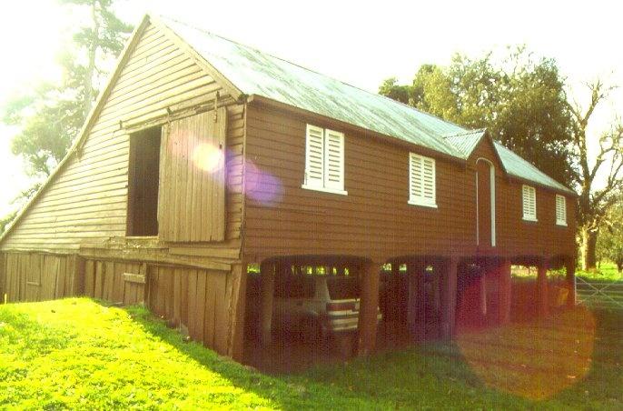 elevated barn Murndal H289 Aug2000