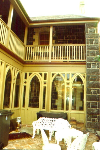 h61 157 hotham street rear courtyard june2000