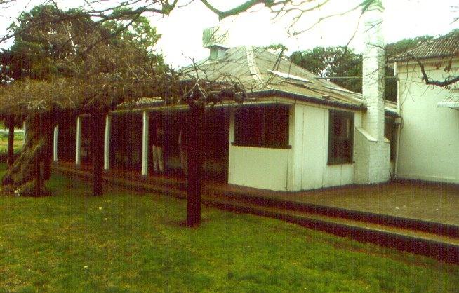 1 killeen homestead with verandah august2000jpg