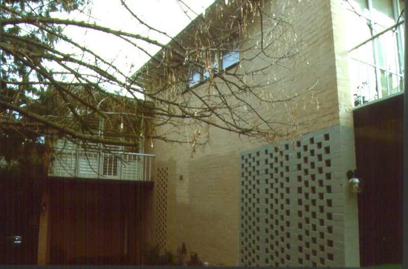 H01963 roy grounds house flats aug01