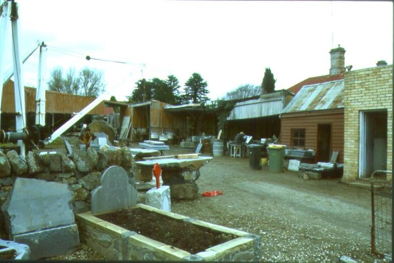 H01965 stonemasons yard kyneton aug01