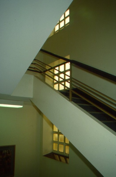 H01972 freemasons hospital central staircase 2001