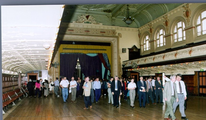 H01967 cathedral hall interior2