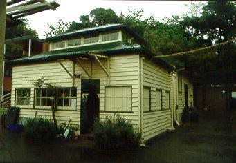 H01459 h1459 rbg paint shop in nursery oct 2001