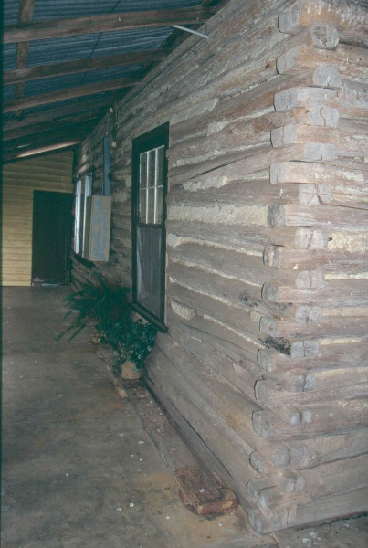 H01987 log cottage poowong east side 2001
