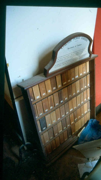 H01994 kyneton botanic gardens specimen board