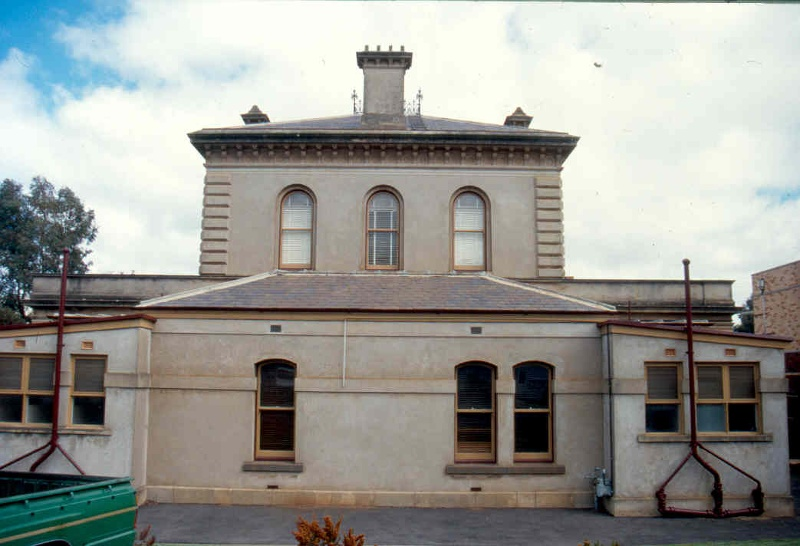 H01997 stawell courthouse rear sep01 ac2