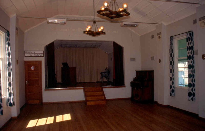 H01992 templer church hall interior 2002