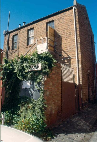 H01991 la mama theatre carlton from north west 2002