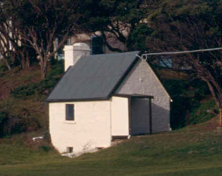 H02030 point nepean shepherds hut