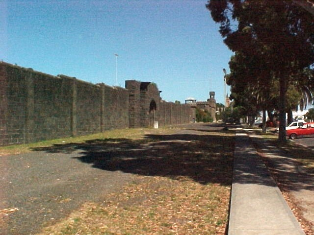 H01551 pentridge champ st frontage1 mar02