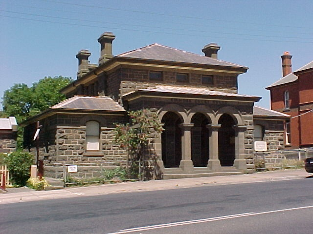 H01471 1 kilmore court house exterior april 2003