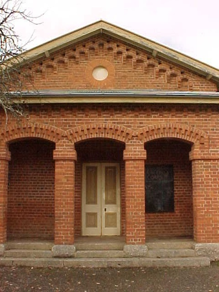 h01490 yackandandah court house 2 pm1 jun03