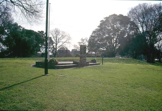 h02041 flagstaff gardens separation monument 0803 mz