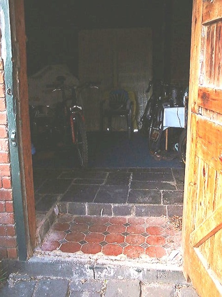 h01204 h1204 166 bellair st kensignton rear stables floor recent slate