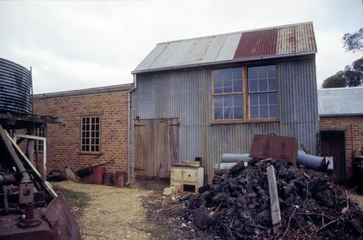 archibolds treatment works vineyard road castlemaine battery shed she project 2003