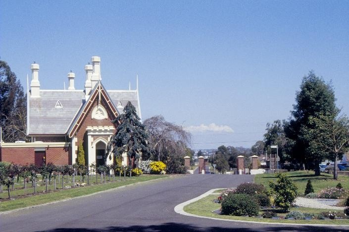 eastern cemetery gatehouse ormond road geelong driveway she project 2003