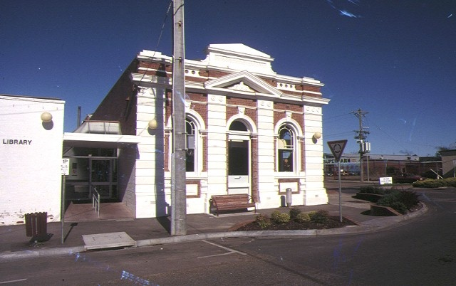 h01284 bairnsdale mechanics institute front view