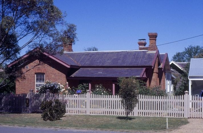 h00533 1 former police residence and lock up heales street talbot front view she project 2003