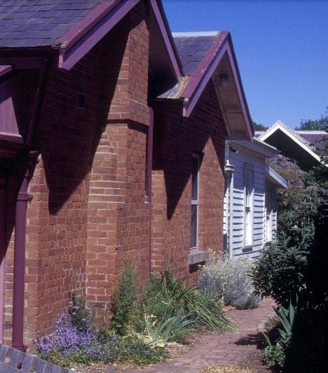 h00533 former police residence and lock up heales street talbot front corner she project 2003