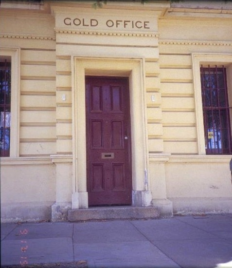 h00349 former westpac now bank of melbourne ford street beechworth gold office door she project 2003