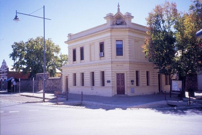 h00349 1 former westpac now bank of melbourne ford street beechworth corner facade she project 2003