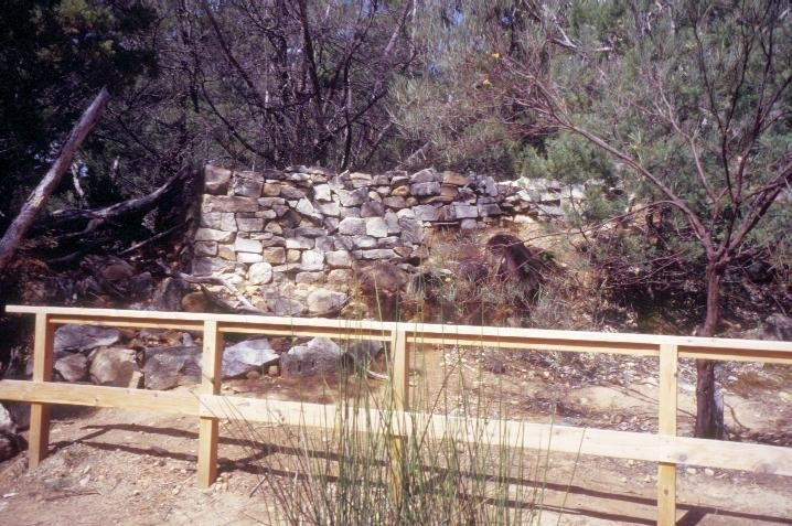 h01556 heatherlie quarry grampians national park halls gapp dry stone wall she project 2004