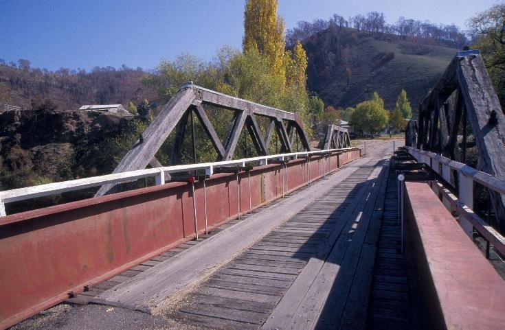 h00917 hinnomunjie bridge over mitta mitta river omeo from omeo end she project 2003