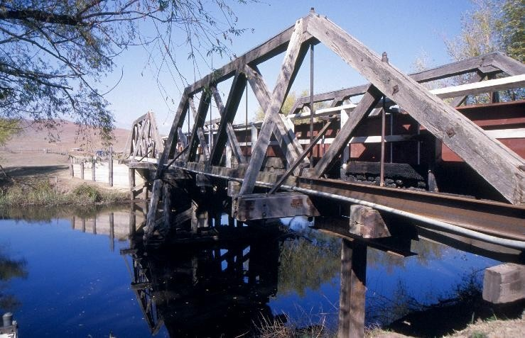 h00917 hinnomunjie bridge over mitta mitta river omeo steel upright installed she project 2003