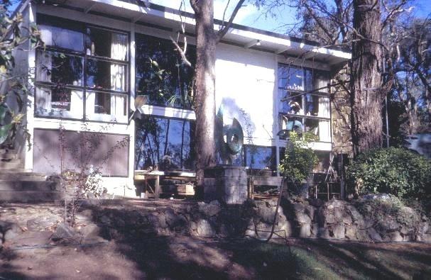 h01313 inge and grahame king house drysdale road warrandyte studios facing north she project 2003