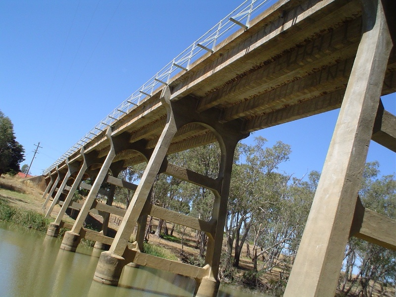 h01986 janevale bridge over loddon river laanecoorie beneath she project 2004