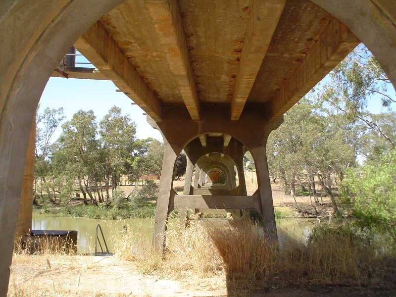 h01986 janevale bridge over loddon river laanecoorie close up underneath she project 2004