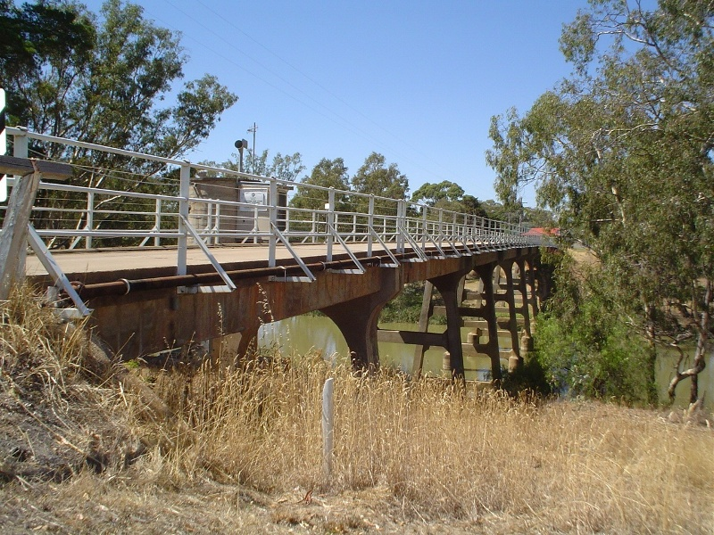 h01986 1 janevale bridge over loddon river laanecoorie deck she project 2004