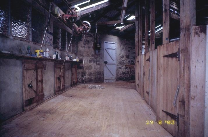 h00324 kolor woolshed penshurst warrnambool road penshurst interior view she project 2003
