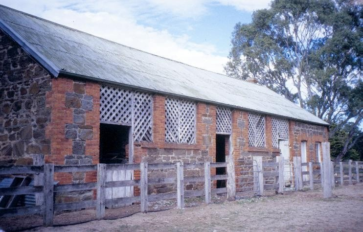 h00307 kout norien estate harrow clear lake rd harrow stables she project 2003