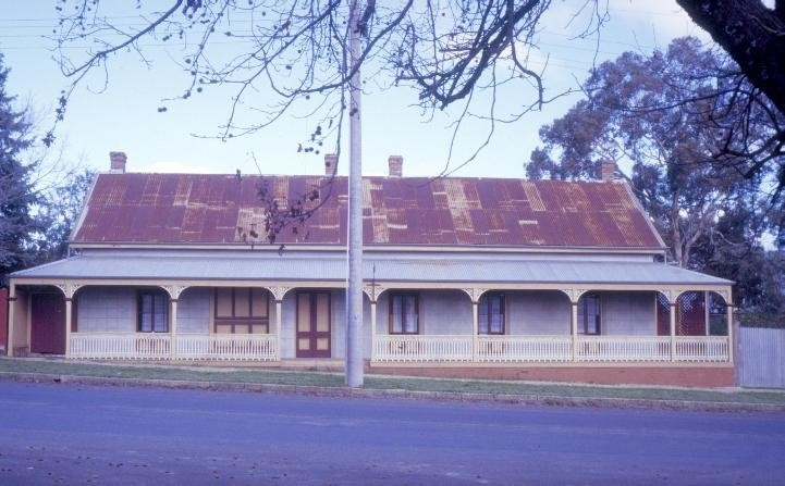 h00350 1 london tavern camp street beechworth front