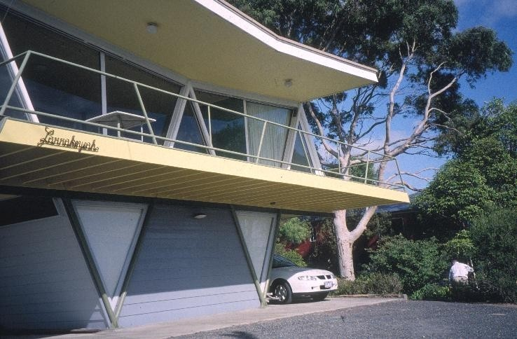 h01906 mccraith house atunga terrace dromana front view she project 2003