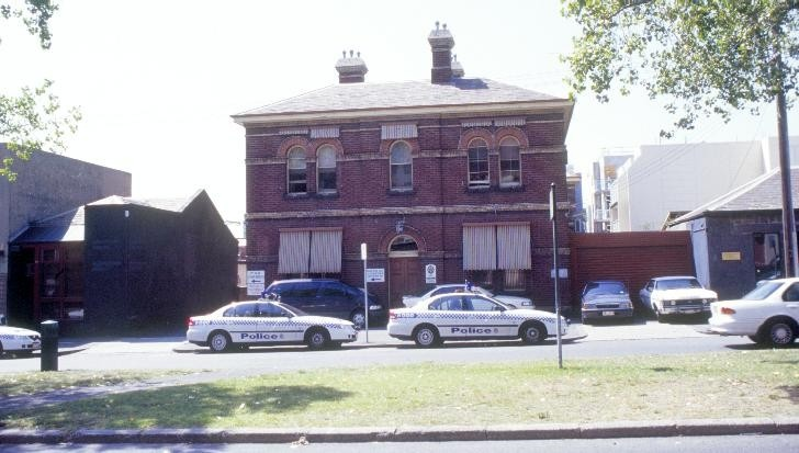 h01543 police station drummond street carlton front