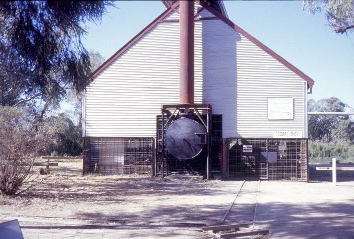 h00548 psyche bend pumping station psyche bend mildura smoke box and chimney base she project 2003