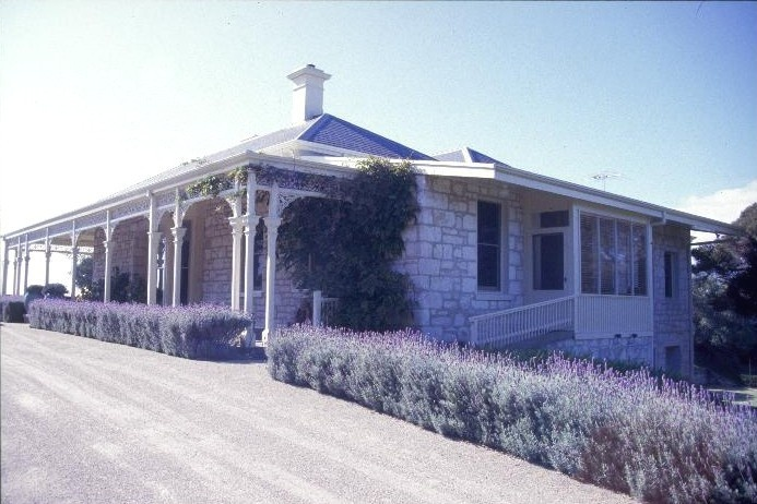 h01899 the anchorage nepean hwy sorrento side view she project 2003