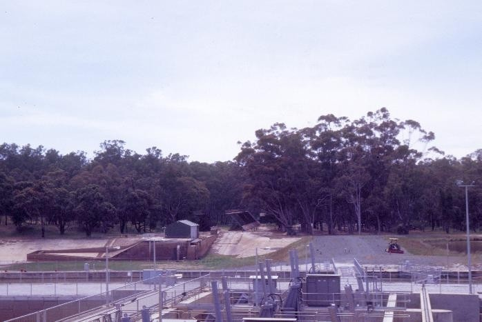 h00993 torrumbarry weir lock chamber steam boiler and steam winch complex torrumbarry view of site she project 2004