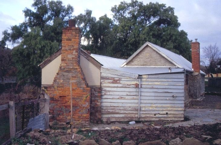 h01838 tutes cottage greenhill road castlemaine chimney she project 2003